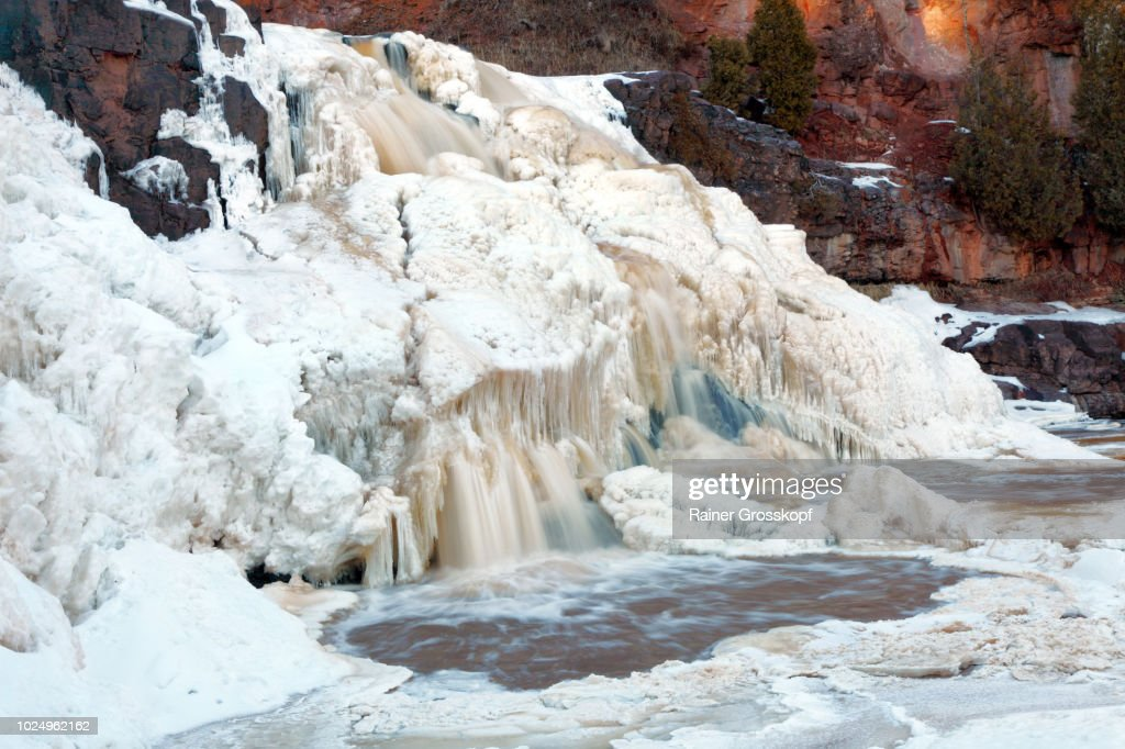 Frozen Gooseberry Falls in winter : Stock-Foto