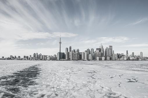 Frozen lake and cityscape, Toronto, Ontario, Canada - gettyimageskorea