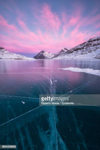 frozen lake bianco, bernina pass, switzerland - saint moritz foto e immagini stock