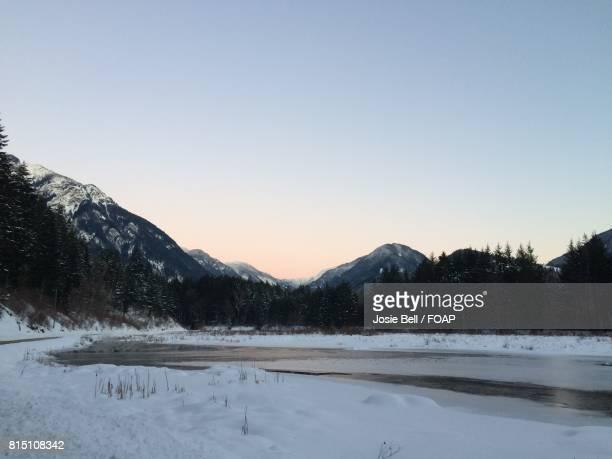frozen lake during winter - josie photos et images de collection