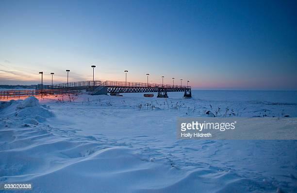 frozen lake erie - cleveland ohio fotografías e imágenes de stock