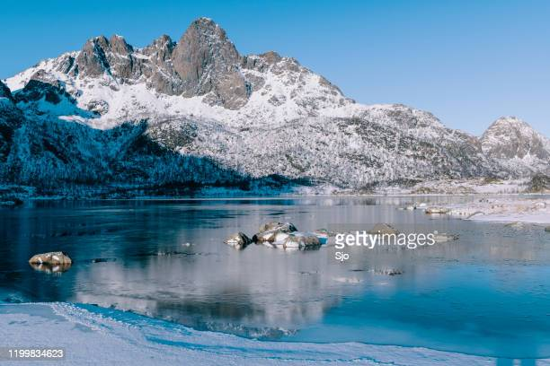 """frozen lake landscape  on vesteralen in northern norway during a beautiful winter day - """"sjoerd van der wal"""" or """"sjo"""" nature stock pictures, royalty-free photos & images"""