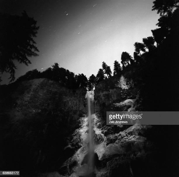 frozen multnomah falls at night - multnomah falls stock pictures, royalty-free photos & images