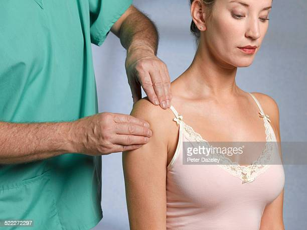 Frozen shoulder doctor in hospital