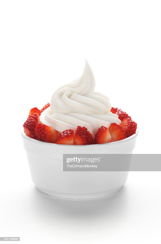 Yaourt glacé avec des fraises : Photo