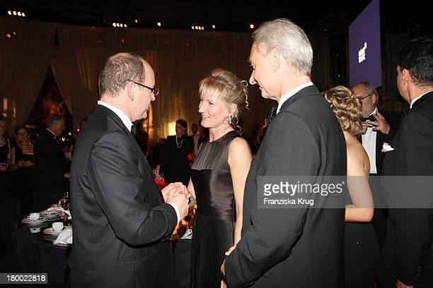 Fürst Albert Ii Von Monaco, Lutz Bethge Und Ehefrau Gabi Bei Der Charity Gala Und Weltpremiere Der Montblanc Prinz Rainier Iii Limited Edition 81...