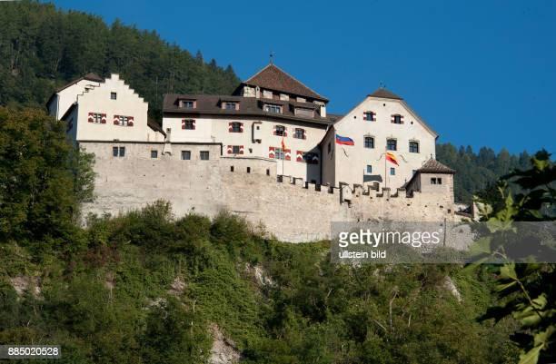 Fürstentum Liechtenstein Fuerstliches Schloss in Vaduz der Hauptstadt des Steuerparadieses Liechtenstein