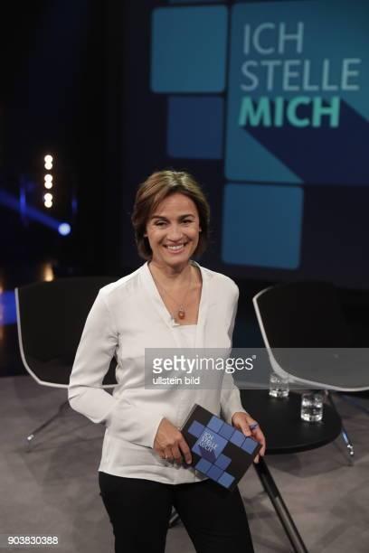 Fürstin Gloria von Thurn und Taxis ist Gast bei Sandra Maischbergers Sendung 'Ich stelle mich' vl Dr Wilhelm Imkamp Bascha Mika Thomas Radermacher...