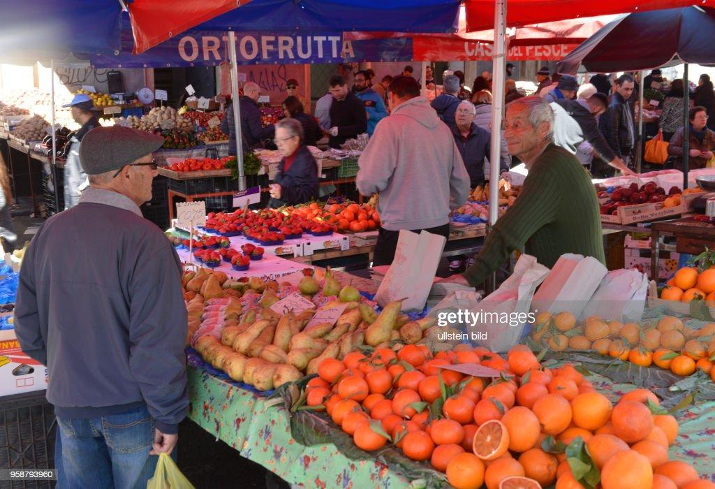 Fruechte, Wochenmarkt, Piazza Carlo Alberto di Savoia