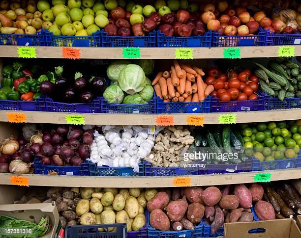 Obst und Gemüse vor einem shop-display