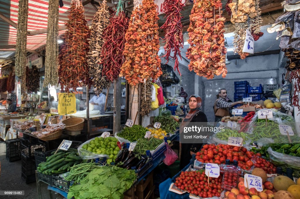 Fruit and vegetable stall at Havra street Izmir Turkey : Stock-Foto