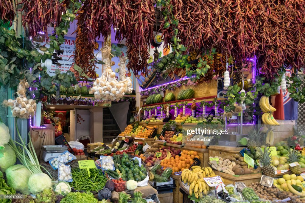 Fruit and vegetable stall at Havra street Kemertalti Izmir Turkey : Stock-Foto