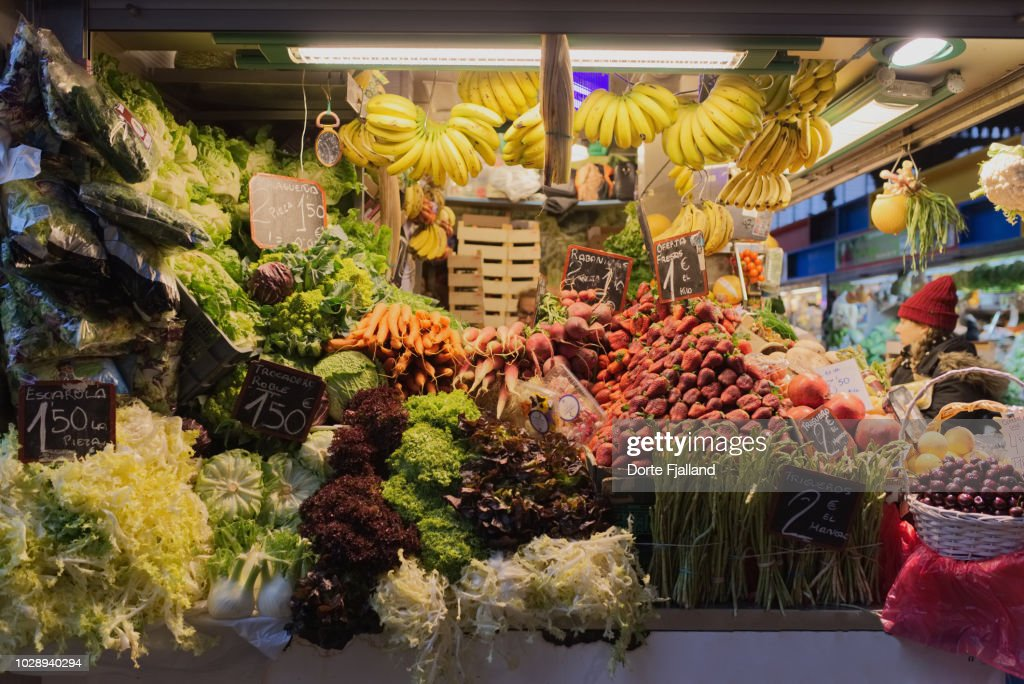 Fruit and vegetable stall in the covered central market in Malaga : Foto de stock