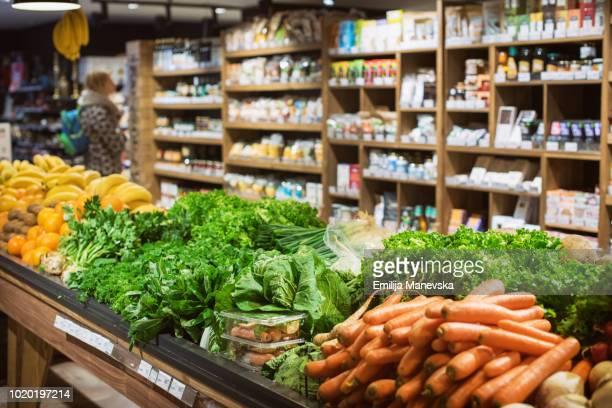 a fruit and vegetable stand at a local market - bancarella di verdura foto e immagini stock