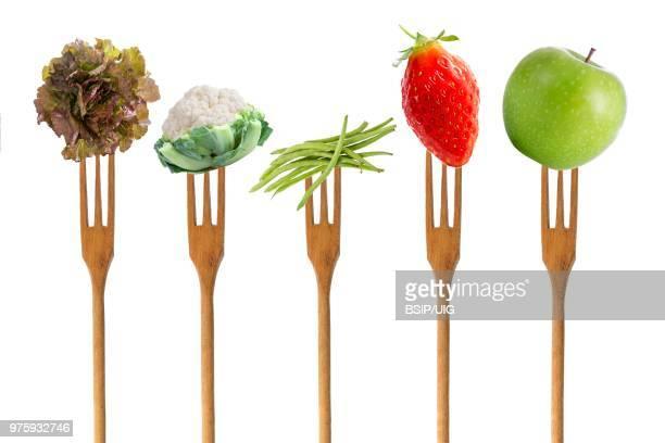 5 fruit and vegetables. - cinq animaux photos et images de collection