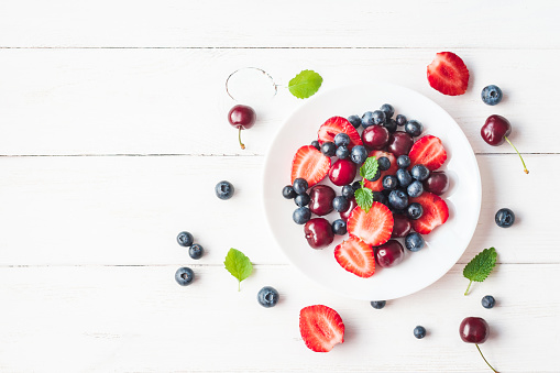 Fruit salad with strawberry, blueberry, sweet cherry 641210020