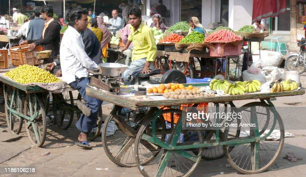 fruit stalls at the sardar market in jodhpur, rajasthan, india - victor ovies fotografías e imágenes de stock