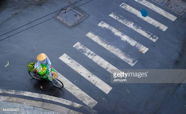 fruit street vendor in the rain - poor service delivery stock pictures, royalty-free photos & images