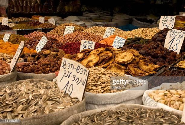 Des Fruits et des noix au sein de l'épicerie the Market