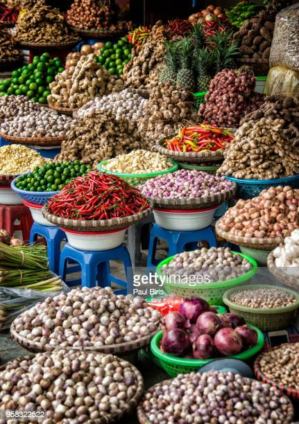 fruits and vegetables stall at a market in the old quarter, hanoi, vietnam, indochina, southeast asia, asia - bazaar stockfoto's en -beelden