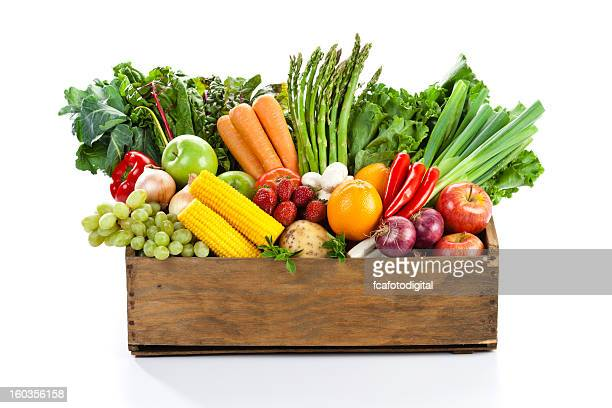 fruits and veggies in wood box with white backdrop - white background stockfoto's en -beelden