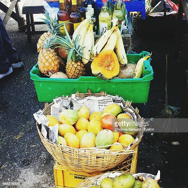 fruits for sale at market stall - montego bay stock pictures, royalty-free photos & images