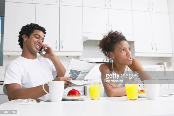 frustrated african woman in kitchen with boyfriend - girlfriend stock pictures, royalty-free photos & images