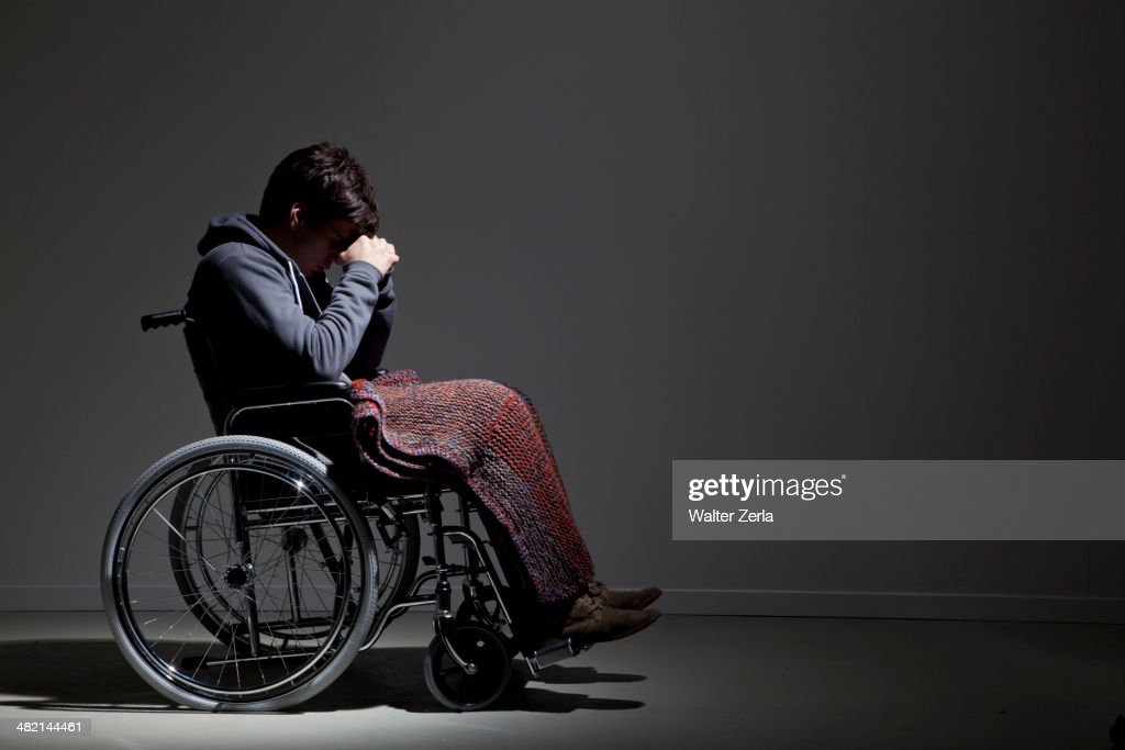 Frustrated Caucasian man in wheelchair : Foto de stock