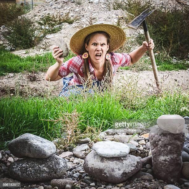 frustrated gardener - jardinier humour photos et images de collection