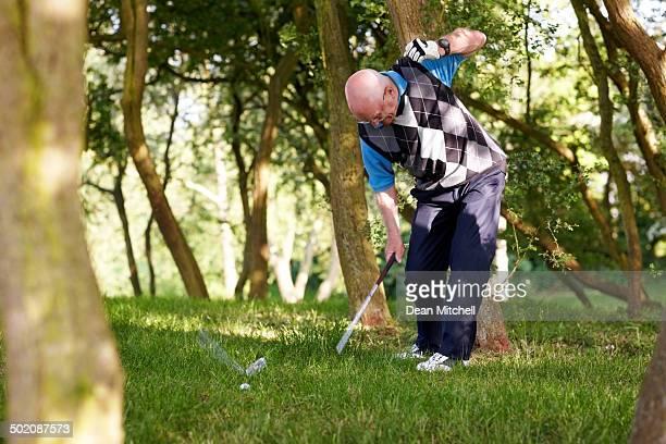 Frustriert golfer in the rough