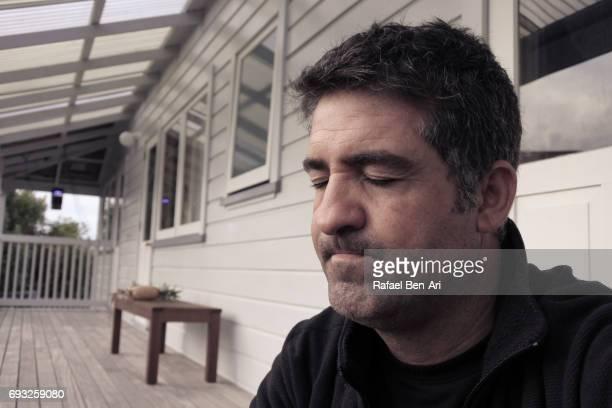 frustrated middle aged man - rafael ben ari foto e immagini stock