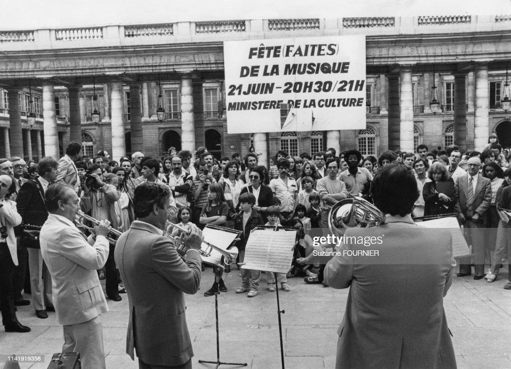 Fête de la musique au Palais Royal, à Paris, le 21 juin 1982 ...