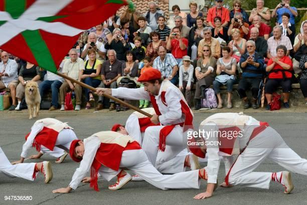 Fte du piment d'Espelette en octobre spectacle folklorique Pyrénées Atlantique Pays Basque France