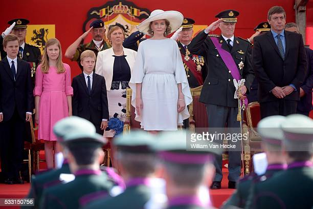 la Famille Royale assiste au défilé militaire organisé sur la Place des Palais Nationale feestdag schouwing der strijdkrachten op Paleizenplein *...