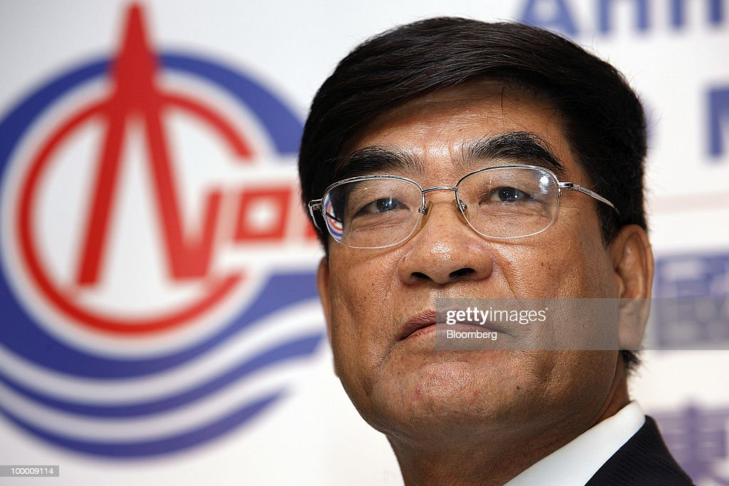 Fu Chengyu, chairman of Cnooc Ltd., attends a news conference following the company's annual general meeting in Hong Kong, China, on Thursday, May 20, 2010. Fu declined to say whether the company had bid for a Brazilian asset owned by Statoil ASA. Fu told reporters in Hong Kong he does not wish to comment on 'market rumors.' Photographer: Daniel J. Groshong/Bloomberg via Getty Images