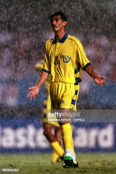 Fuad Al Amin of Al Nassr stands dejected in the Sao Paulo rain in the Morumbi Stadium
