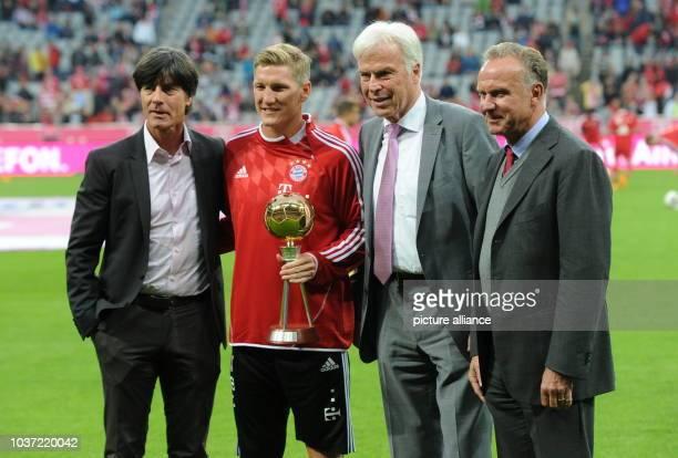 FC Bayern München Borussia Mönchengladbach am in der Allianz Arena in München Der deutsche Bundestrainer Joachim Löw Bastian Schweinsteiger vom FC...