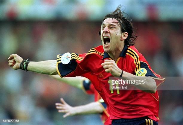 Fußball-Europameisterschaft EURO 2000, Niederlande und Belgien, Gruppenspiel Jugoslawien - Spanien : Alfonso, Stürmer der spanischen...