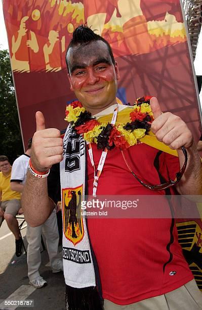 Fußballfan auf dem Fan Fest FIFA WM 2006 in Berlin anlässlich des Spiels DeutschlandEcuador