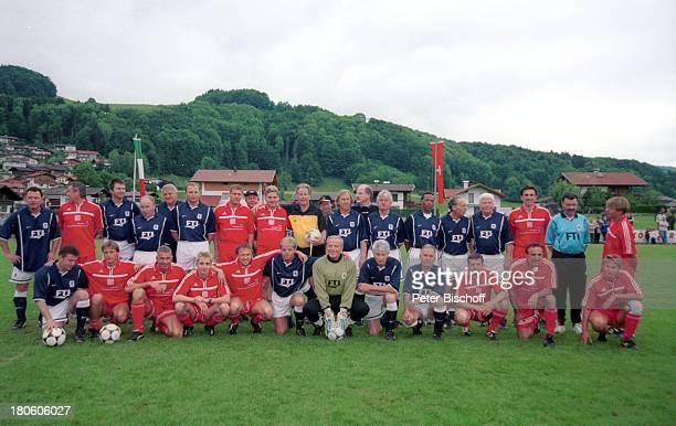 Fußballmannschaft Team Tirol gegen Team 1860 München BenefizFußballGala für Kinderkrebshilfe Niederndorf/Österreich Spieler Ball Fußball...