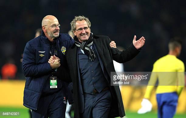 FIFA FußballWeltmeisterschaft Brasilien 2014 Qualifikation Gruppe C Trainer Erik Hamren und ein Betreuer Freude Emotion jubelnd Jubel nach Spielende...