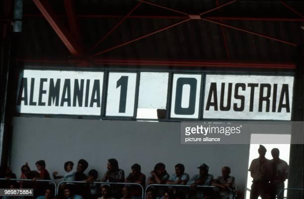 Fußball-WM 1982 in Gijon, Spanien: Deutschland-Oesterreich 1:0 Anzeigetafel mit Spielergebnis © Foto: Werek