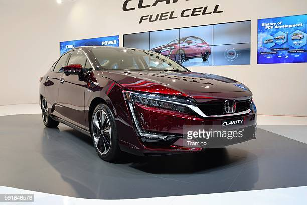 Fuel cell electric vehicle (FCEV)