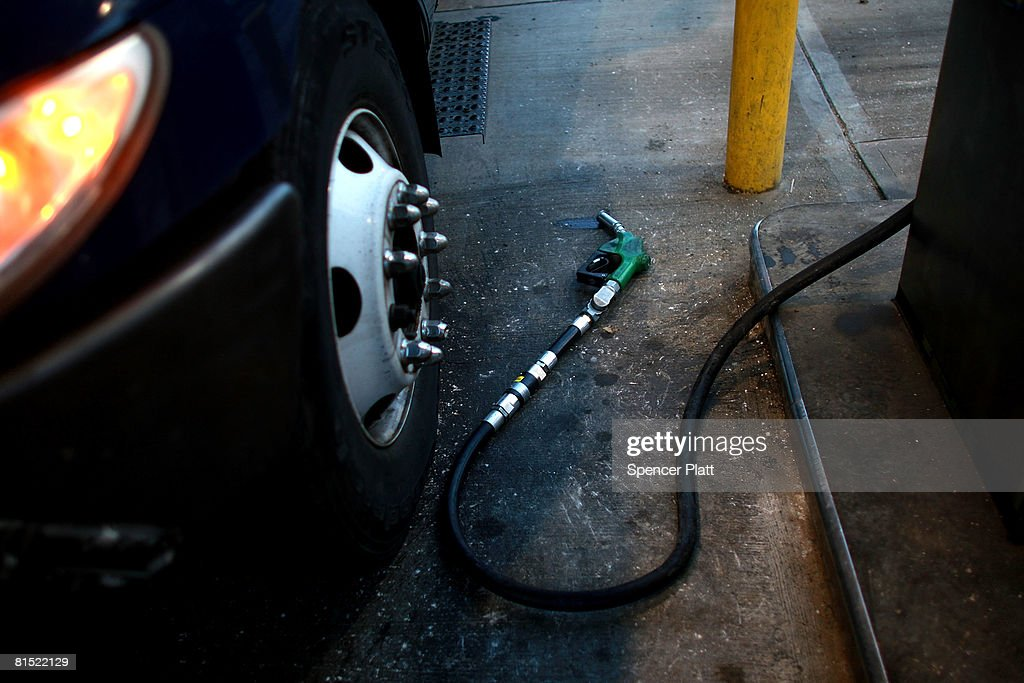 U.S. Gas Prices Average Above 4 Dollars A Gallon : News Photo