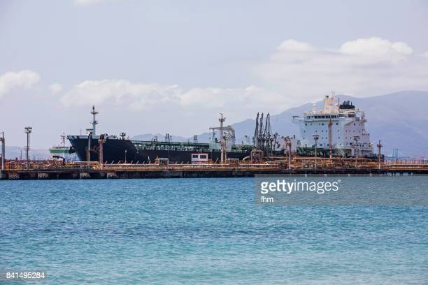 fuel tanker at a pump station in the bay of algeciras (spain) - la linea de conception stock pictures, royalty-free photos & images