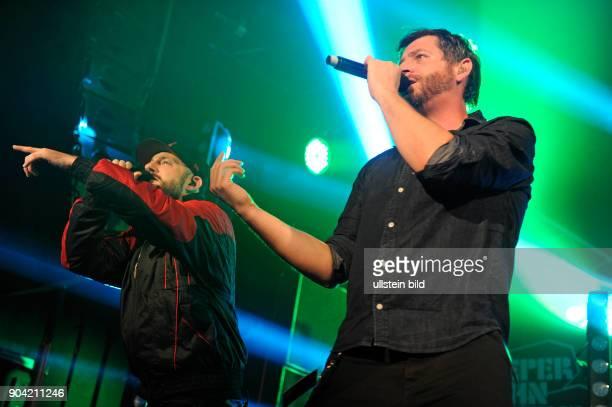 Fuenf Sterne deluxe auch FSd die deutsche HipHopGruppemit den Rappern Das Bo und Tobi Tobsen und DJ Coolmann live beim Reeperbahnfestival 2015...
