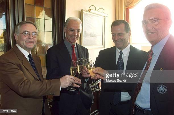 INSPEKTIONSTOUR 1999 fuer die WM 2006 Hamburg Horst R SCHMIDT Franz BECKENBAUER Alan ROTHENBERG Dr Friedel GUETT
