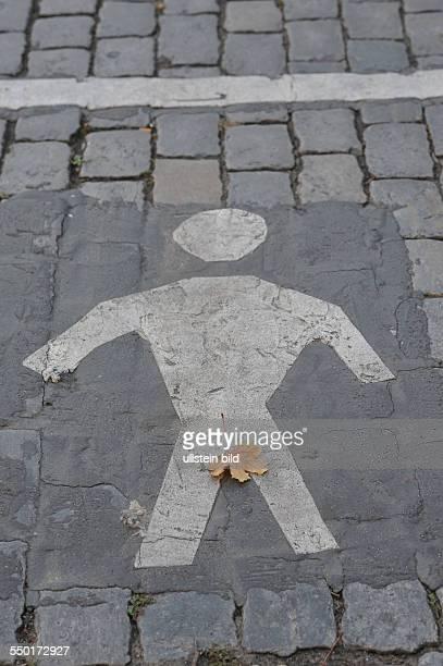 FußgängerPiktogramm im Adamsküstüm Berlin