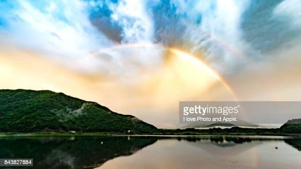 fuji and rainbow - 八月 ストックフォトと画像
