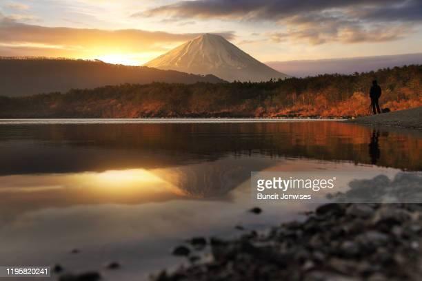 fuji at lake saiko - 自然 ストックフォトと画像